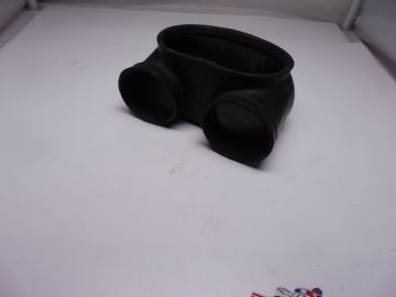13880-18600 Hose air inlet Suzuki T250/T350 1970 and later used but o.k.